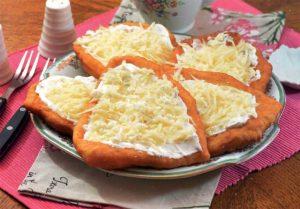 Langoši sa sirom